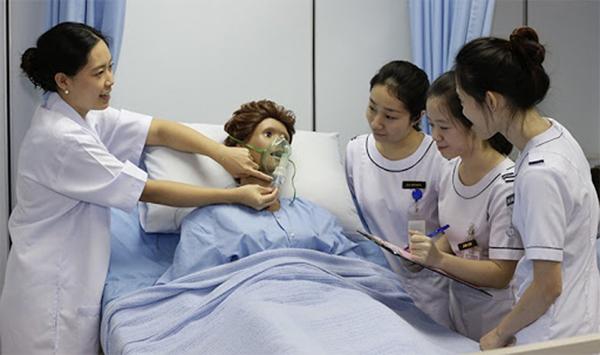 Ngành Điều dưỡng là ngành học trang bị kiến thức y tế, kỹ năng thực hành y học